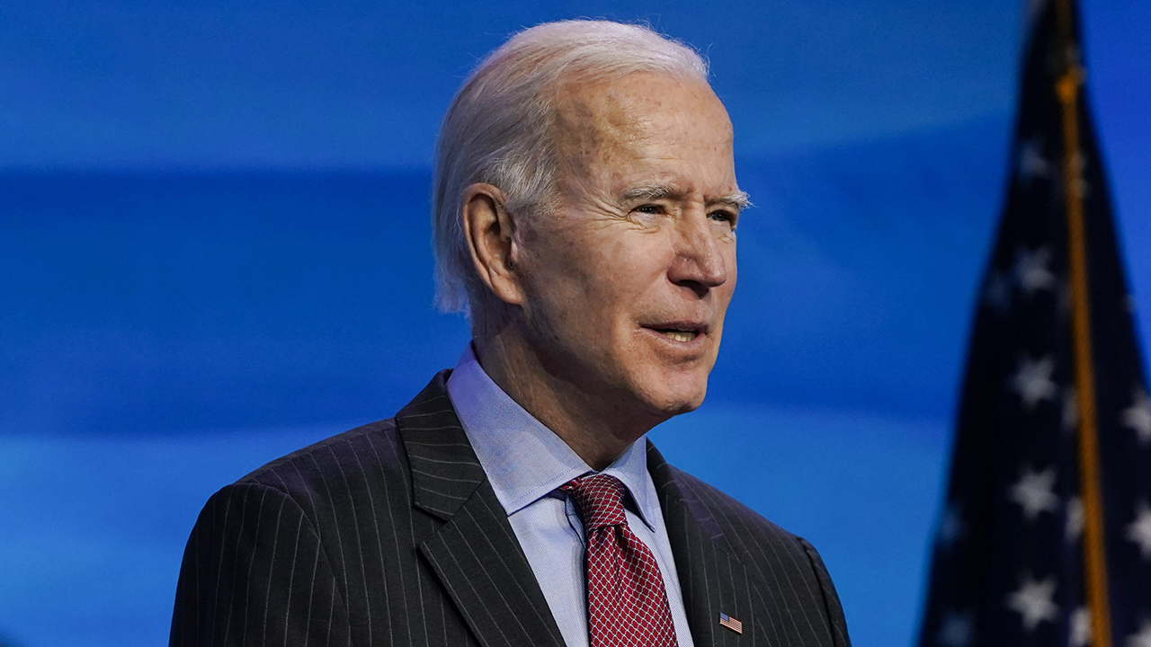 "Biden says workers ""deserve"" the $ 15 minimum wage"