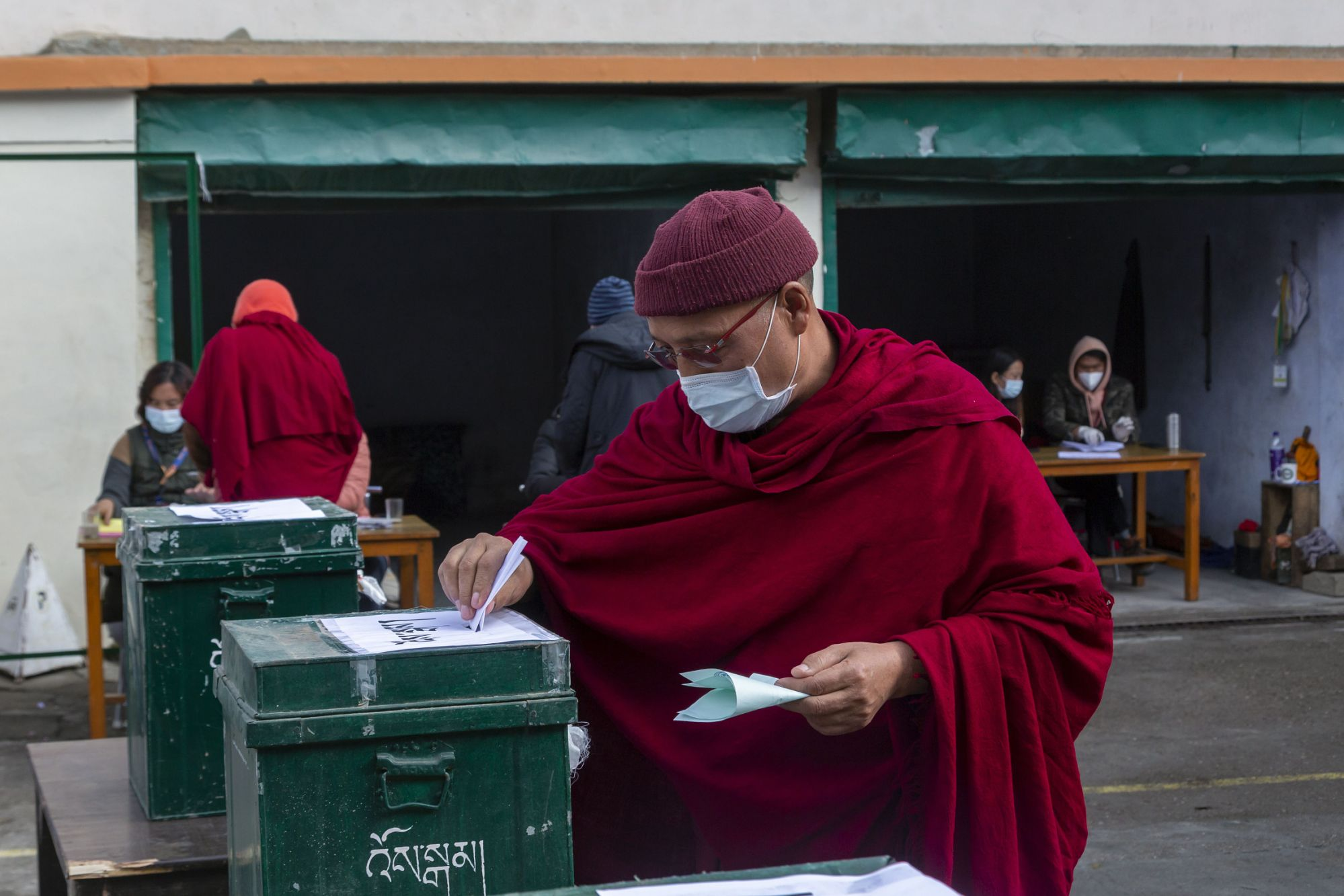 Tibetans in exile in India vote for their political leader