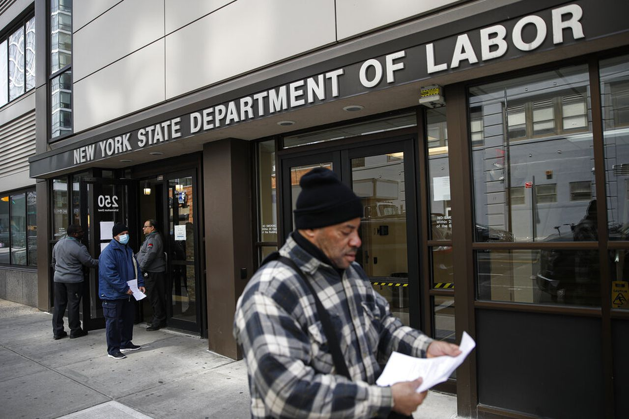 You do not need to contact the New York Unemployment Bureau for an additional $ 300;  When the benefits start