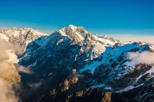 L'analyste d'affaires Don French termine le New Zealand Alpine Club 100 Peaks Challenge